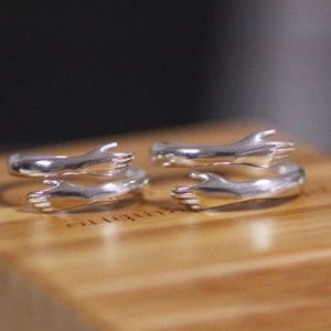 Jewelry - 2-for-1 hug ring